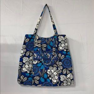 EUC Vera Bradley blue and white bag/purse/tote??😊